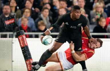 Les All Blacks l'emportent laborieusement
