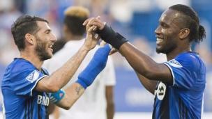 Drogba offre le penalty à Piatti!