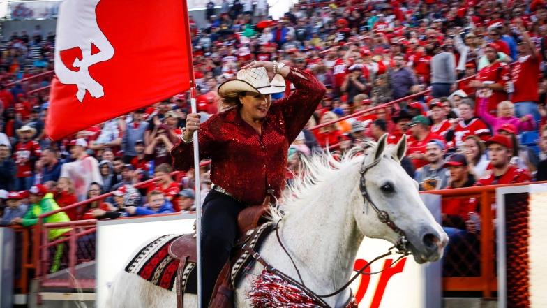 Karyn Drake et le cheval Quick Six des Stampeders