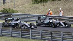 Rosberg survole la piste, accident pour Hamilton