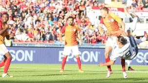 Zlatan dit bonjour à ManU!