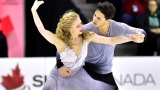 Kaitlyn Weaver et Andrew Poje pendant leur danse libre au Championnat canadien en 2016