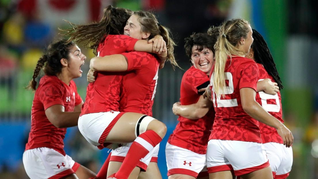 Les Canadiennes après leur conquête du bronze.