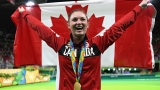 La gymnaste Rosie MacLennan après avoir reçu sa médaille d'or