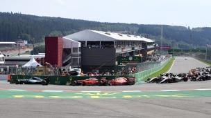 Les deux Ferrari entrent en contact