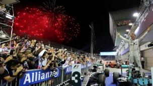 Rosberg frappe un coup double