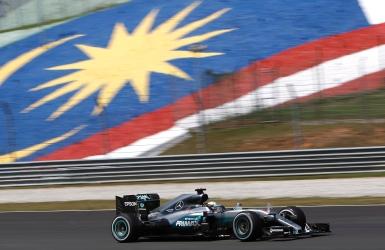 F1 : match nul entre Rosberg et Hamilton