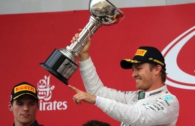 Rosberg plus près du titre; Mercedes sacré