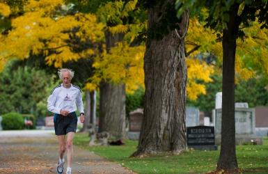 À 85 ans, il pulvérise le record du marathon
