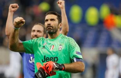 Réduite à dix, la Juventus assomme Lyon