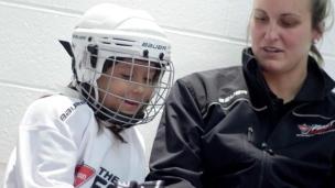 Essayer le hockey et développer une passion