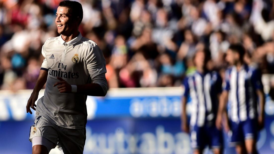 Grâce à un triplé de Cristiano Ronaldo, le Real Madrid bat Alavés et reste en tête de la Liga
