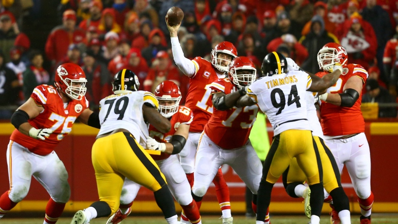 Laurent Duvernay-Tardif devant Alex Smith