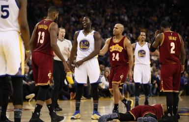 LeBron James et les Cavaliers au plancher