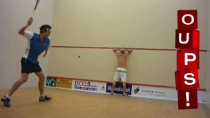 Oups! Une balle de squash dans le dos