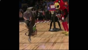 Qui a dit que le concours de dunk était pour les grands?