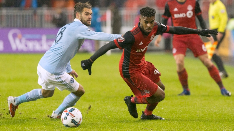 Graham Zusi et Raheem Edwards