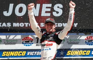 Erik Jones en pole position pour une 1re fois