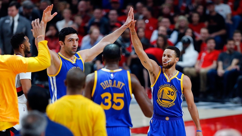 Zaza Pachulia, Stephen Curry et Kevin Durant