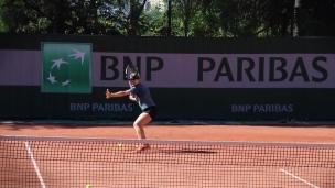 Eugenie s'entraîne à Roland-Garros