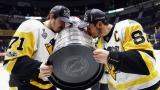 Evgeni Malkin et Sidney Crosby célèbrent une troisième Coupe Stanley