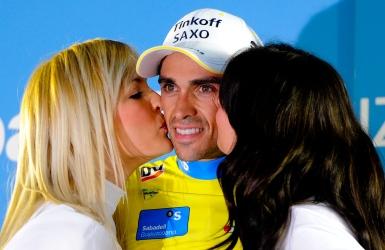 La Vuelta s'interroge sur les baisers d'hôtesses