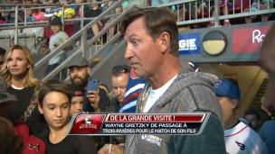 Wayne Gretzky en visite au match des Aigles
