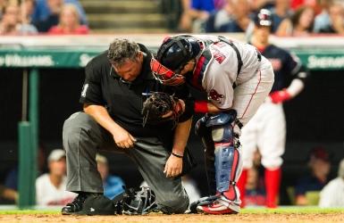 MLB : Un officiel souffre d'une commotion