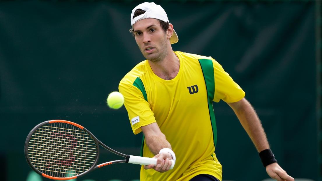 Opposé au Japon, un joueur brésilien fait un geste raciste — Coupe Davis