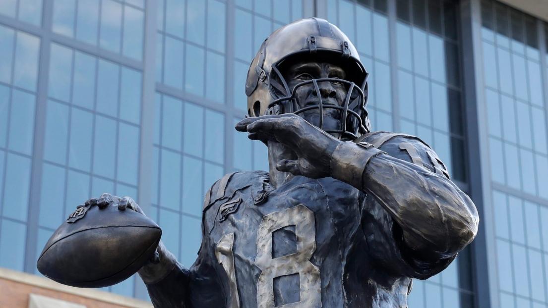La statue dévoilée samedi rendant hommage à Peyton Manning