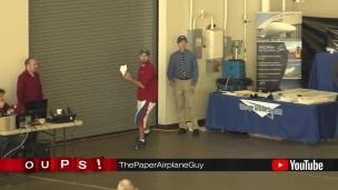 Oups! Lancer un avion de papier sur 69 mètres