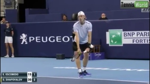 Shapovalov surpris par Escobedo