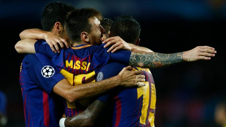 Lionel Messi célèbre avec ses coéquipiers du FC Barcelone.