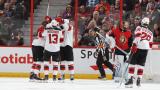 Les Devils célèbrent le premier but de la carrière de Nico Hischier, hier soir à Ottawa.
