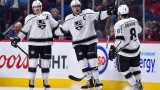 Dustin Brown et Drew Doughty accompagnent Anze Kopitar, qui célèbre son but le 26 octobre au Centre Bell.