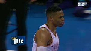 Westbrook avec un puissant dunk