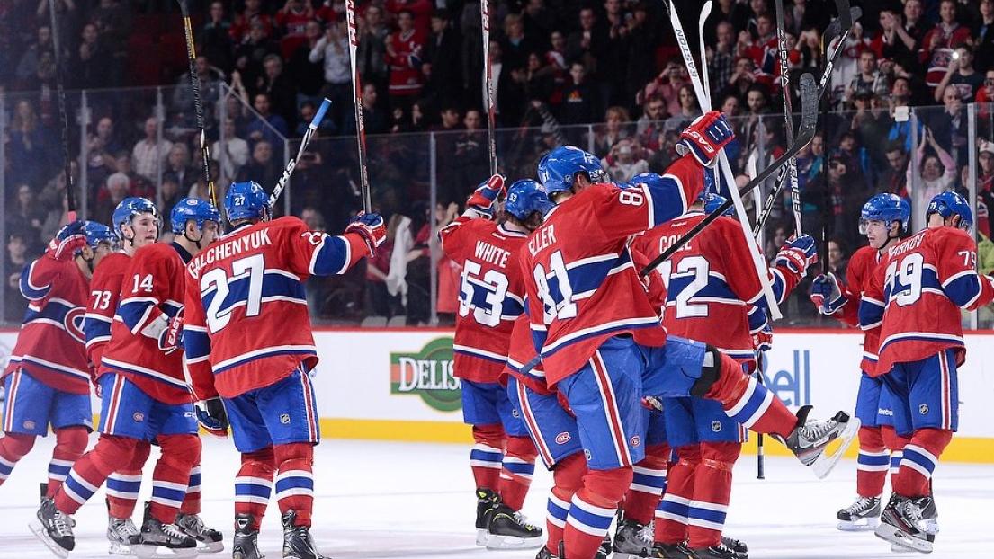 Canadien salue la foule