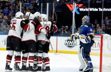 Les Coyotes malènent les Blues à St. Louis