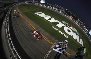 Austin Dillon remporte le Daytona 500