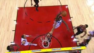 Un dunk avec autorité!
