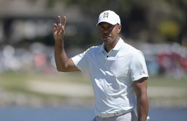 Tiger Woods est à cinq coups de Stenson