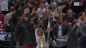 Une passe de touché de LeBron James