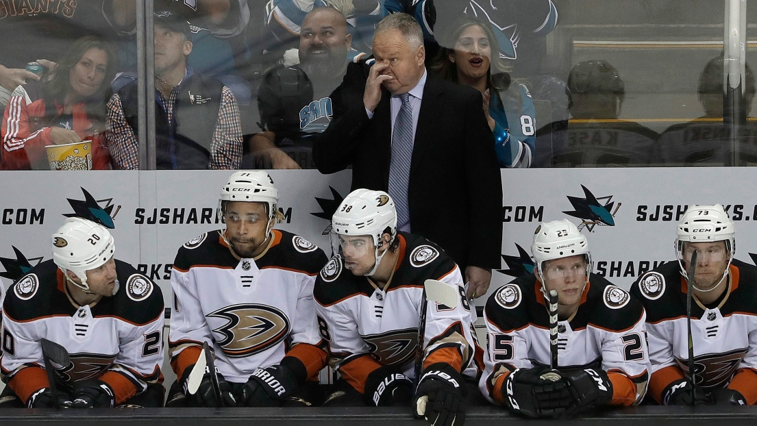 Randy Carlyle derrière le banc des Ducks