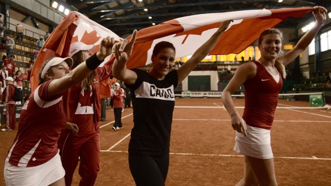 Eugenie Bouchard (à droite) et l'équipe canadienne