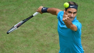 Federer continue sa domination sur le gazon