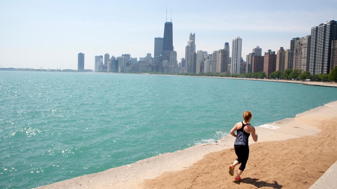 Une joggueuse à Chicago.