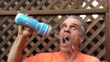 Frédéric Plante boit de l'eau