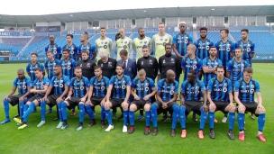 Beaucoup de nouveaux visages sur la photo d'équipe