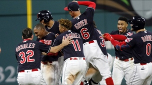 Red Sox 3 - Indians 4 (11 manches)