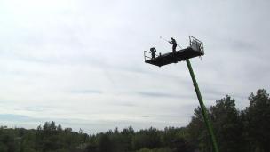 Trou alternatif... avec coup de départ à 40 pieds dans les airs!